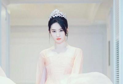 双语|刘亦菲英文访谈:有丰富灵魂的女人最美